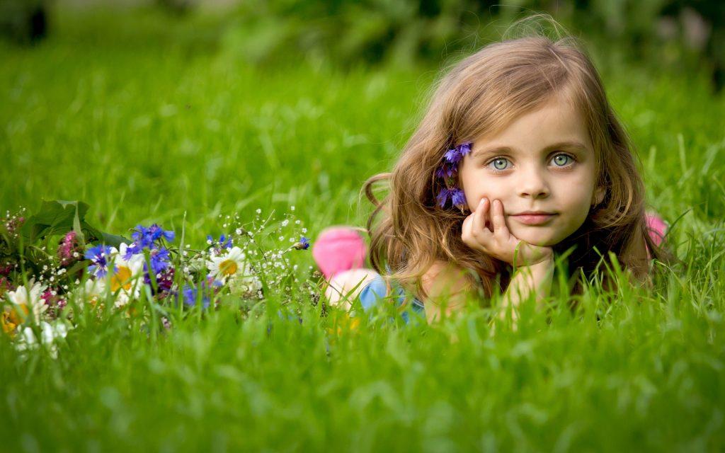 People_Children_Girl_in_Grass_034672_
