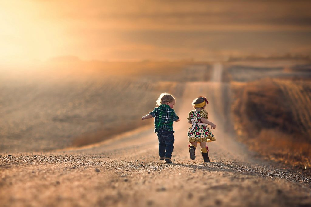 ______boy_and_girl_running_down_the_road_20150117_1432990370