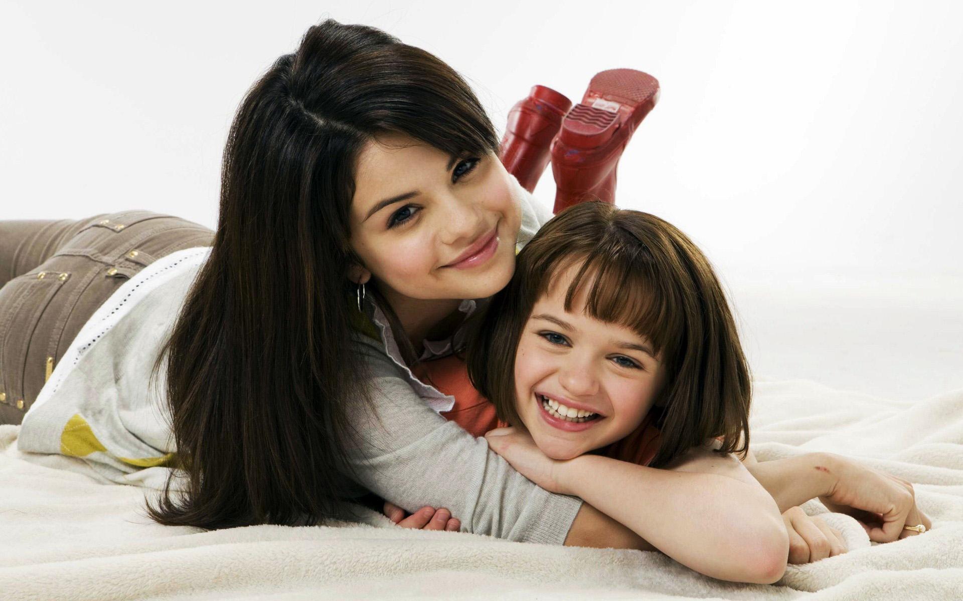Фото младших сестричек 2 фотография