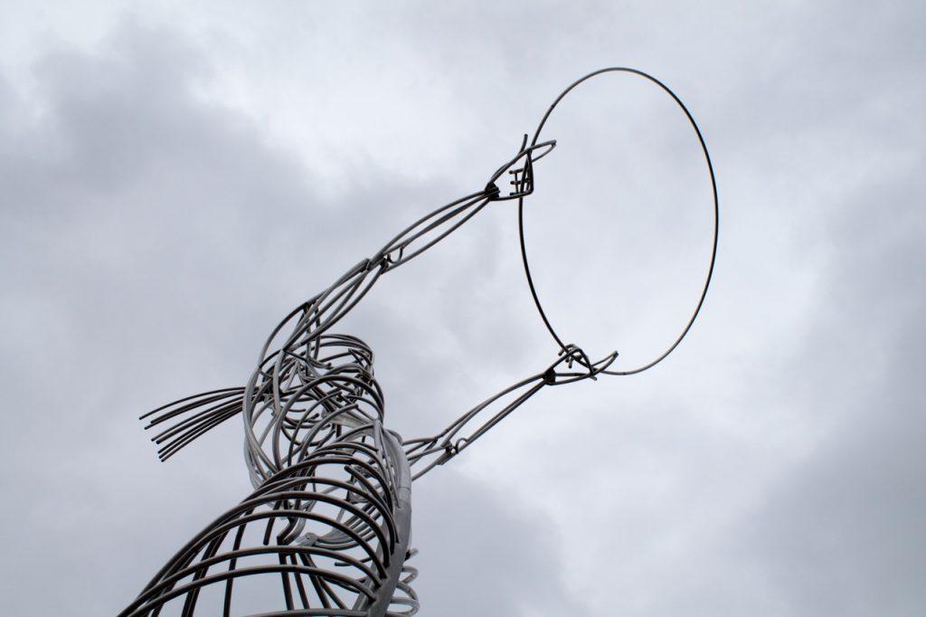 скульптура из проводов