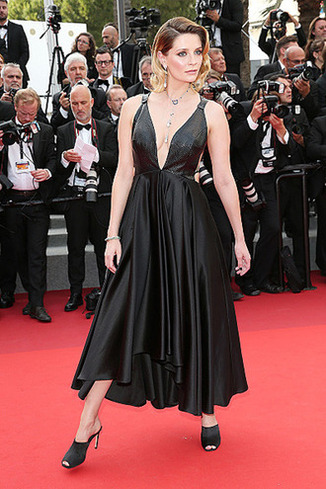 CANNES, FRANCE - MAY 23: Mischa Barton attends the 70th Anniversary of the 70th annual Cannes Film Festival at Palais des Festivals on May 23, 2017 in Cannes, France. (Photo by Gisela Schober/Getty Images)