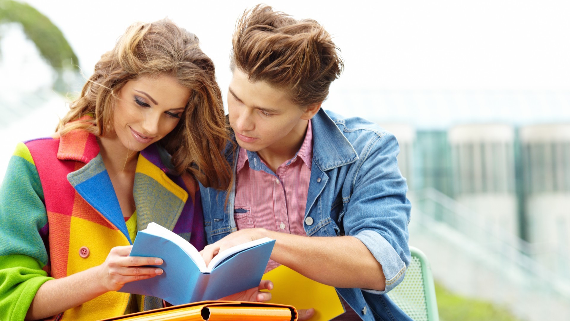 People_A_guy_and_a_girl_reading_a_book_097599_